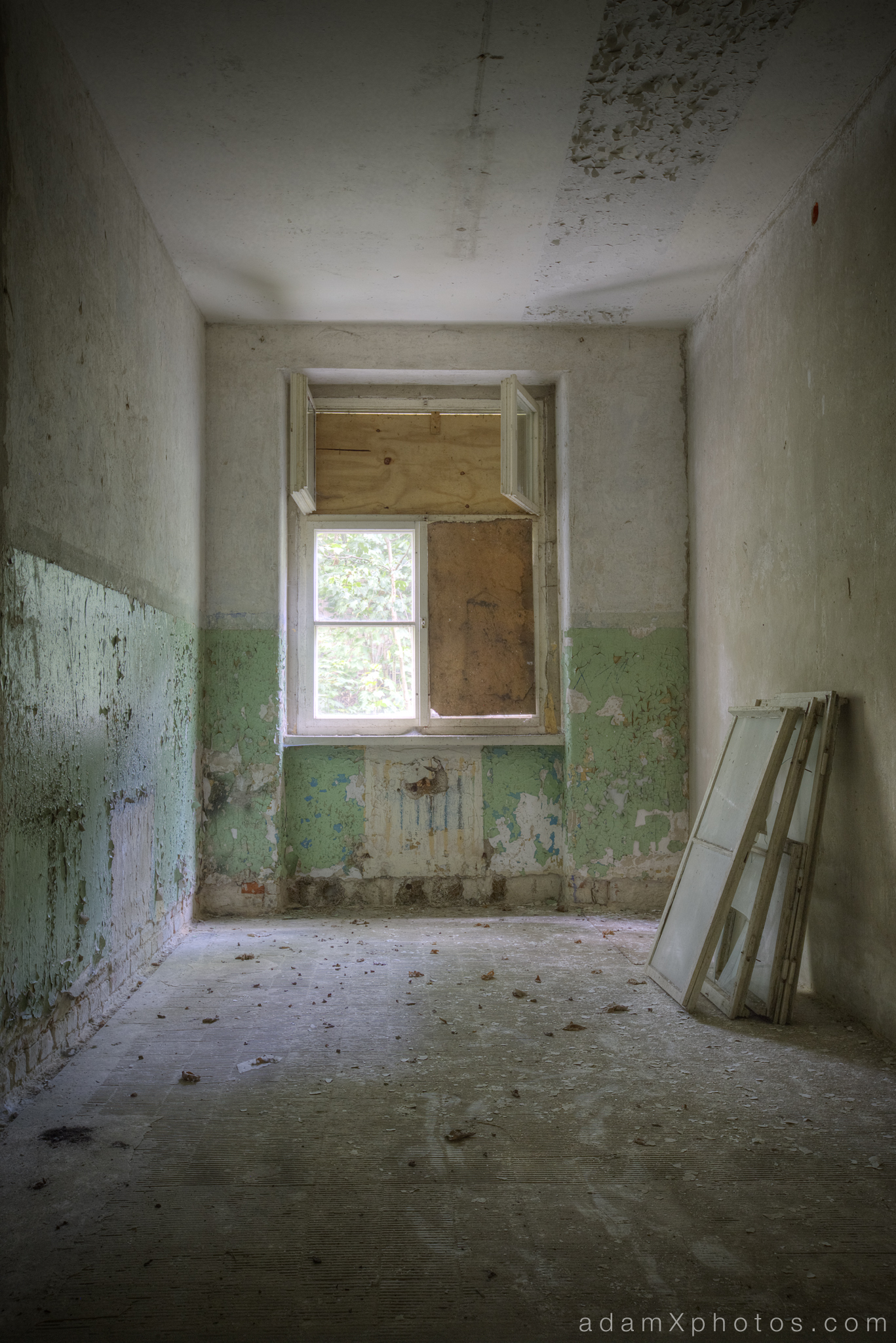 Adam X Urbex Urban Exploration Abandoned Germany Wunsdorf barracks soviet windows peeling paint green