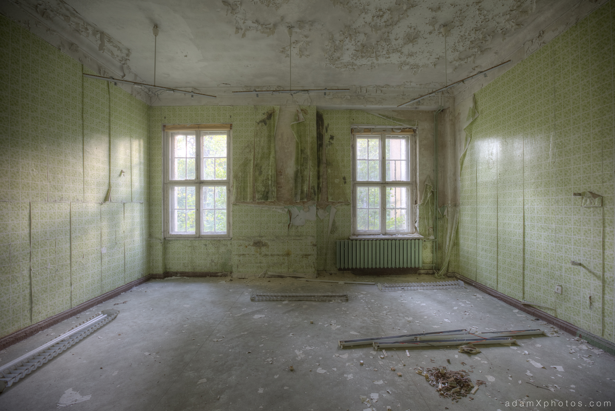 Adam X Urbex Urban Exploration Germany Juterbog School Soviet Russian Abandoned Lost Decay Green room tiled tiled