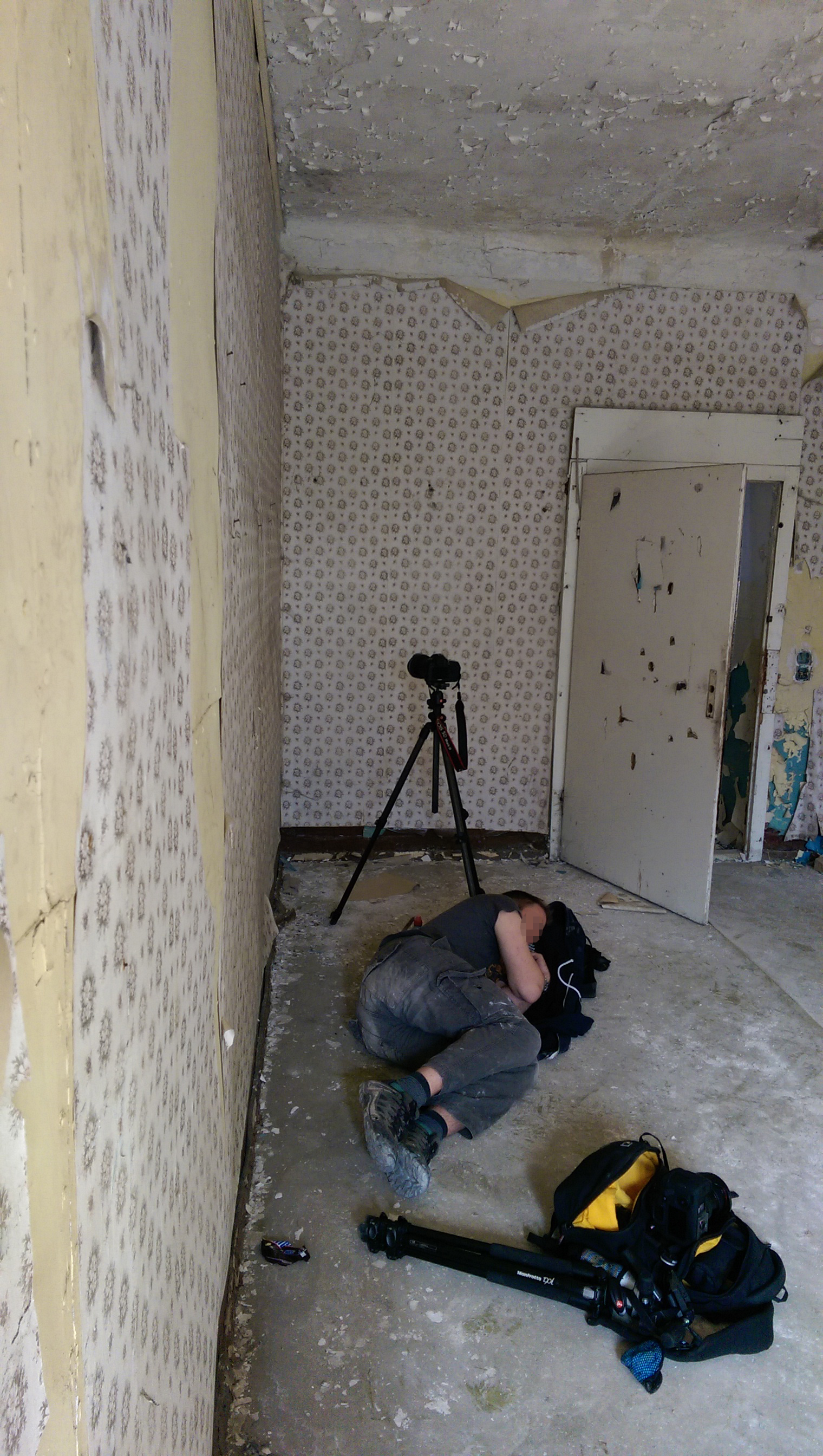 me_asleep_at_beelitz_pixl