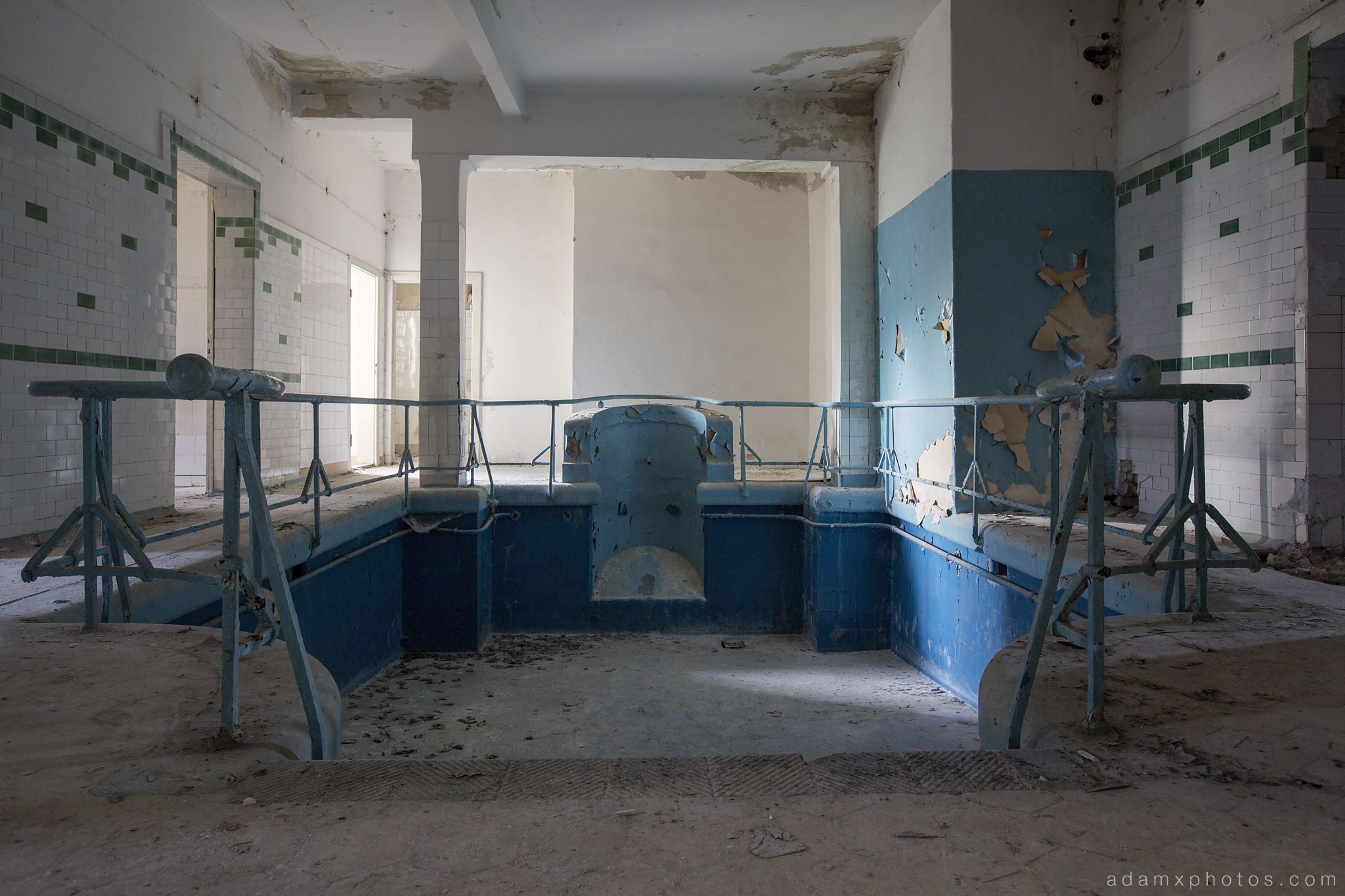 Adam X Urbex Heilstatten Hohenlychen Germany Urban Exploration Decay Lost Abandoned Hidden plunge pool swimming pool schwimmbad blue tiles sports sanatorium