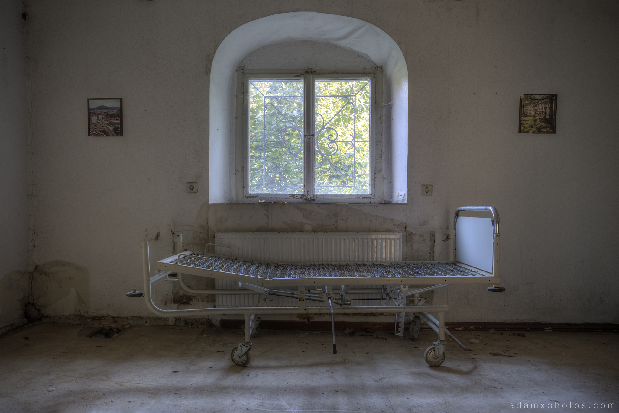Adam X Urbex Krankenhaus von rollstuhlen Hospital of wheelchairs Germany Urban Exploration Decay Lost Abandoned Hidden Wheelchair bed window