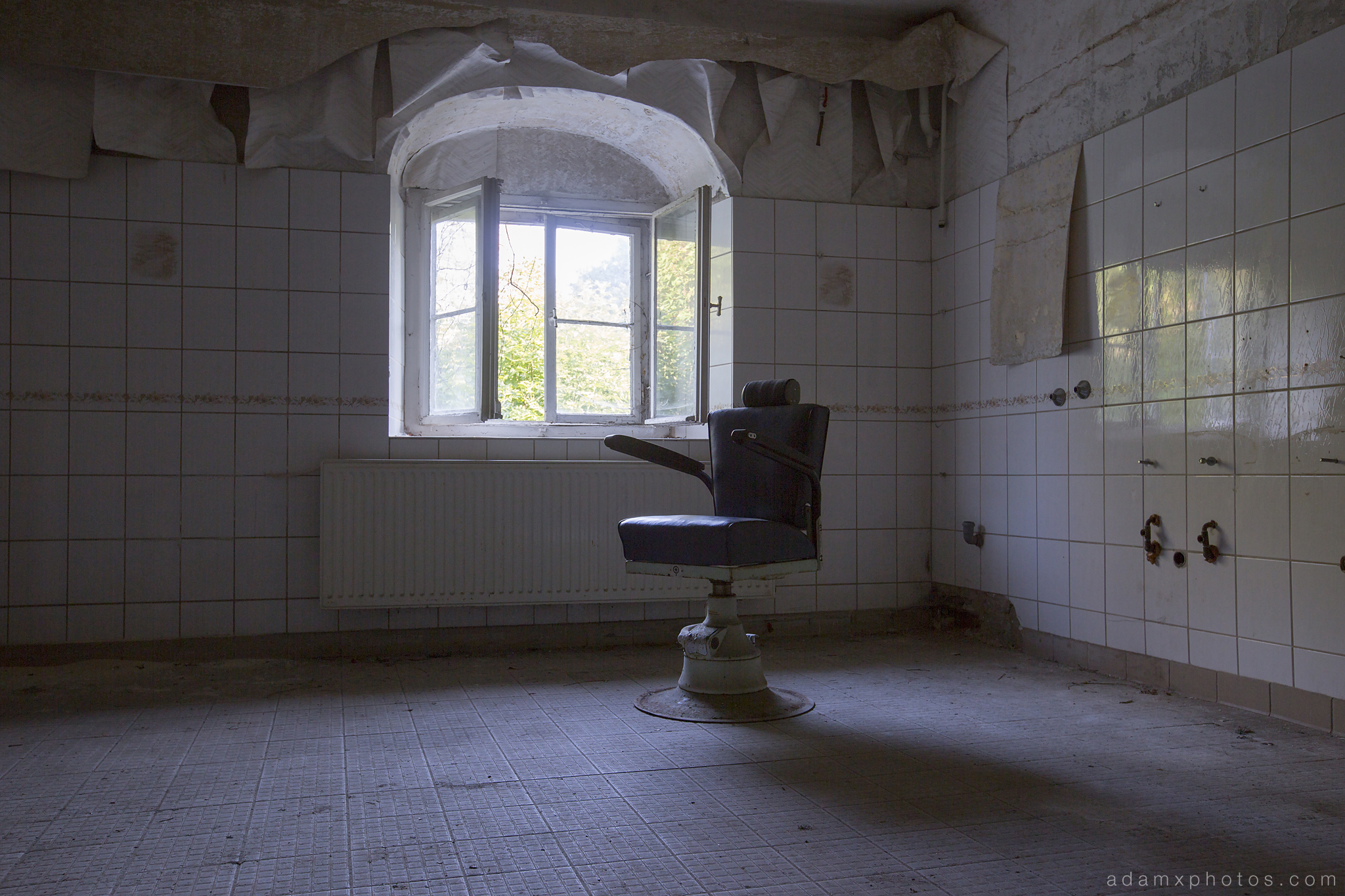 Adam X Urbex Krankenhaus von rollstuhlen Hospital of wheelchairs Germany Urban Exploration Decay Lost Abandoned Hidden Wheelchair chair