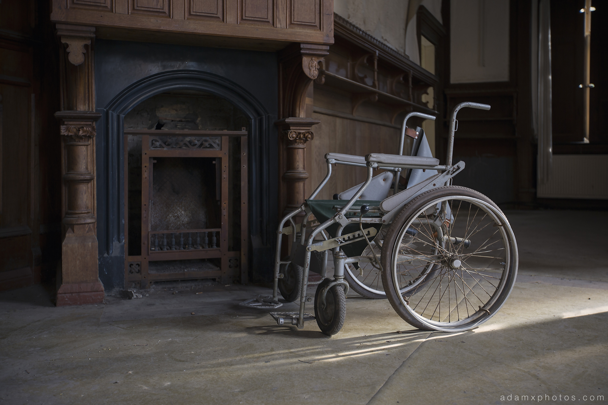 Adam X Urbex Krankenhaus von rollstuhlen Hospital of wheelchairs Germany Urban Exploration Decay Lost Abandoned Hidden Wheelchair fireplace