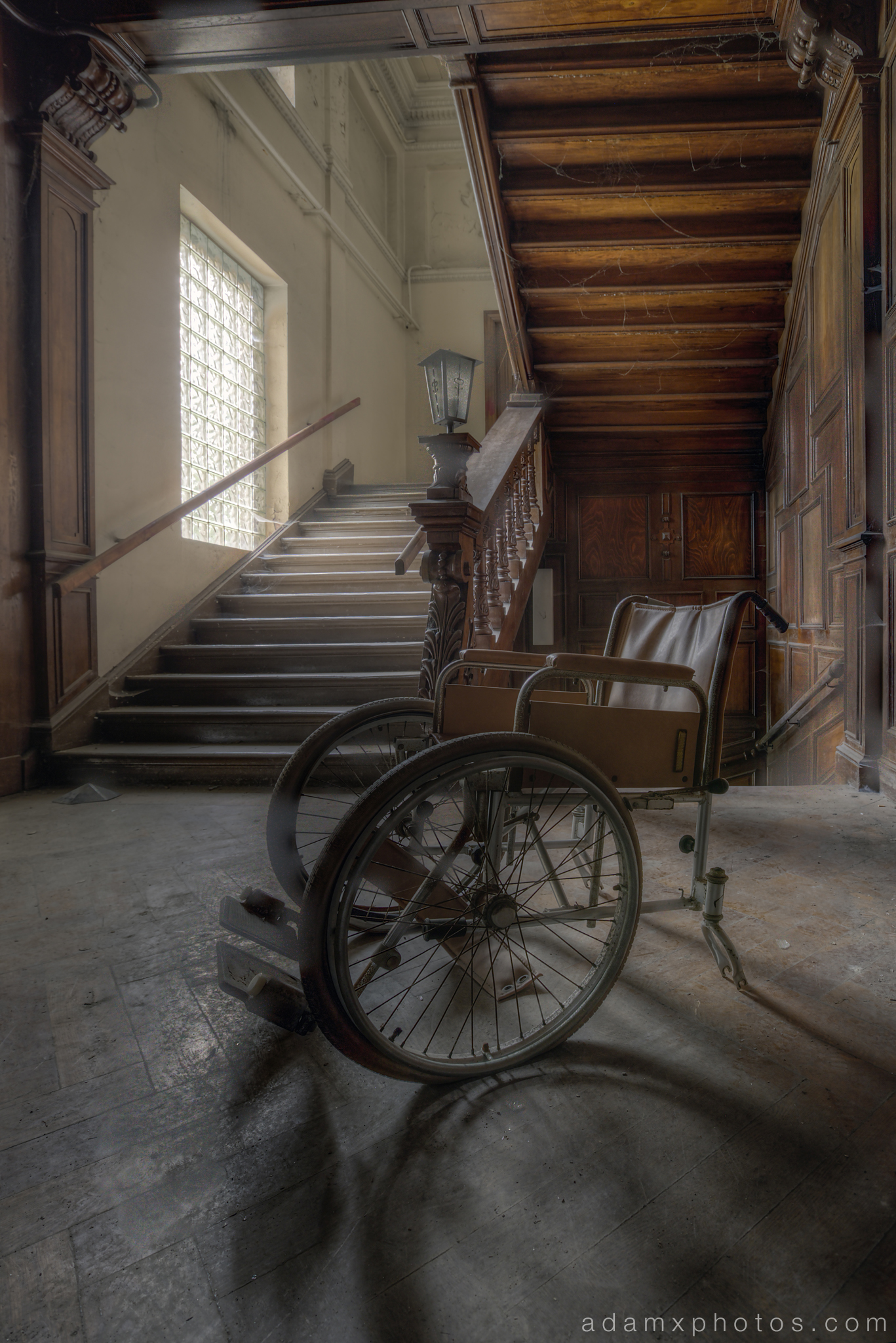 Adam X Urbex Krankenhaus von rollstuhlen Hospital of wheelchairs Germany Urban Exploration Decay Lost Abandoned Hidden Wheelchair stairs staircase wooden carved