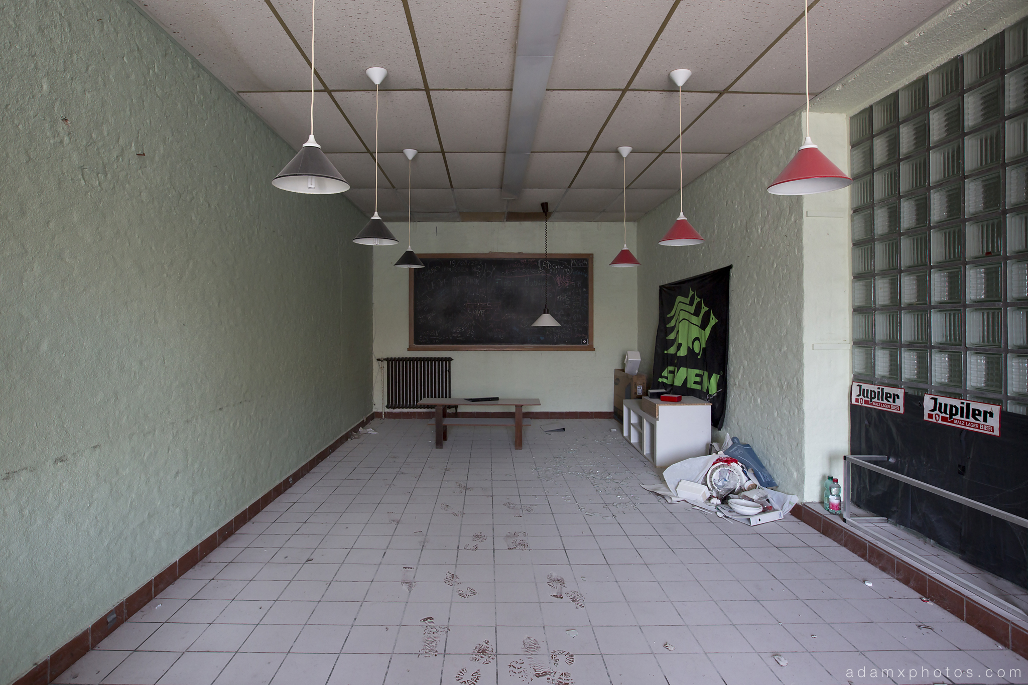 Sports room Adam X Urbex UE Urban Exploration Belgium Piscine Crachoir swimming pool abandoned derelict unused empty disused decay decayed decaying grimy grime