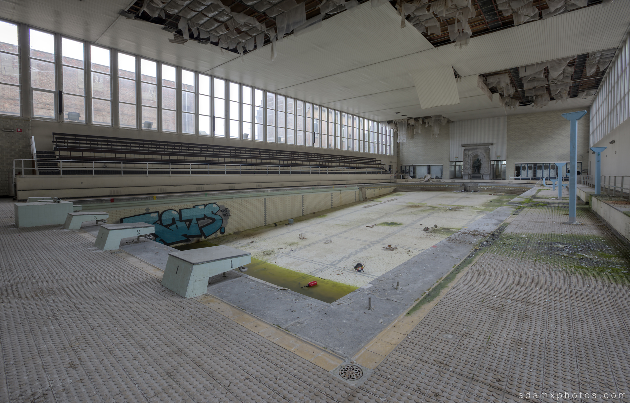 Pool from the side corner view Adam X Urbex UE Urban Exploration Belgium Piscine Crachoir swimming pool abandoned derelict unused empty disused decay decayed decaying grimy grime