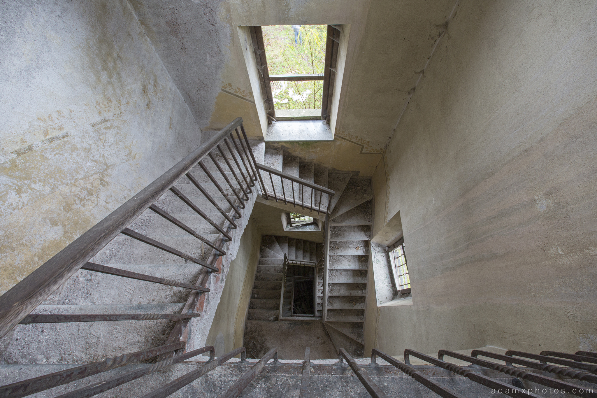 Castello di R Italy castle Urbex Adam X Urban Exploration spiral staircase looking down stairs photo photos report decay detail UE abandoned derelict unused empty disused decay decayed decaying grimy grime
