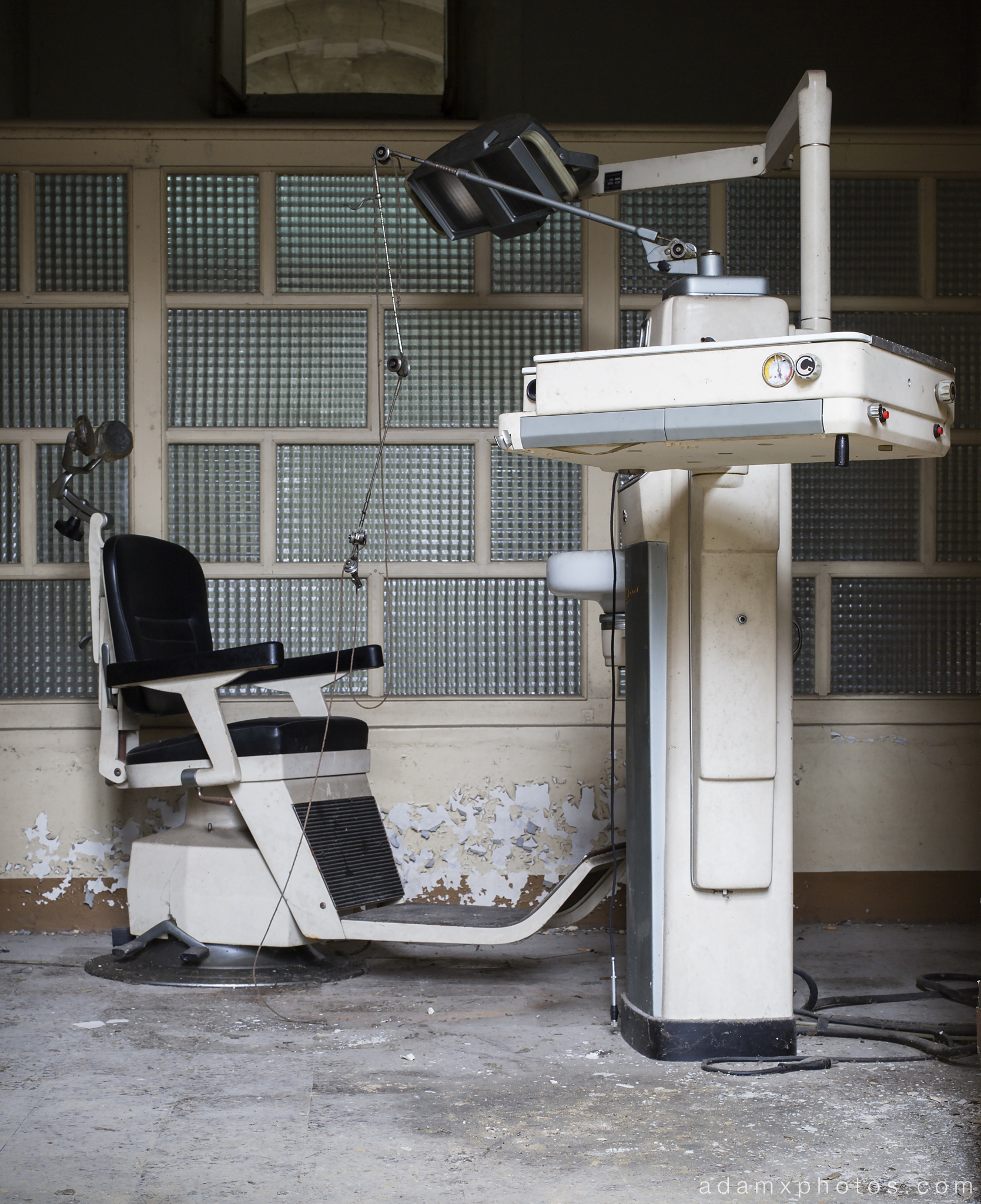 Manicomio di R Dr Rossetti Rosetti doctor Urbex Adam X Urban Exploration dentist dentist's chair medical photo photos report decay detail UE abandoned derelict unused empty disused decay decayed decaying grimy grime