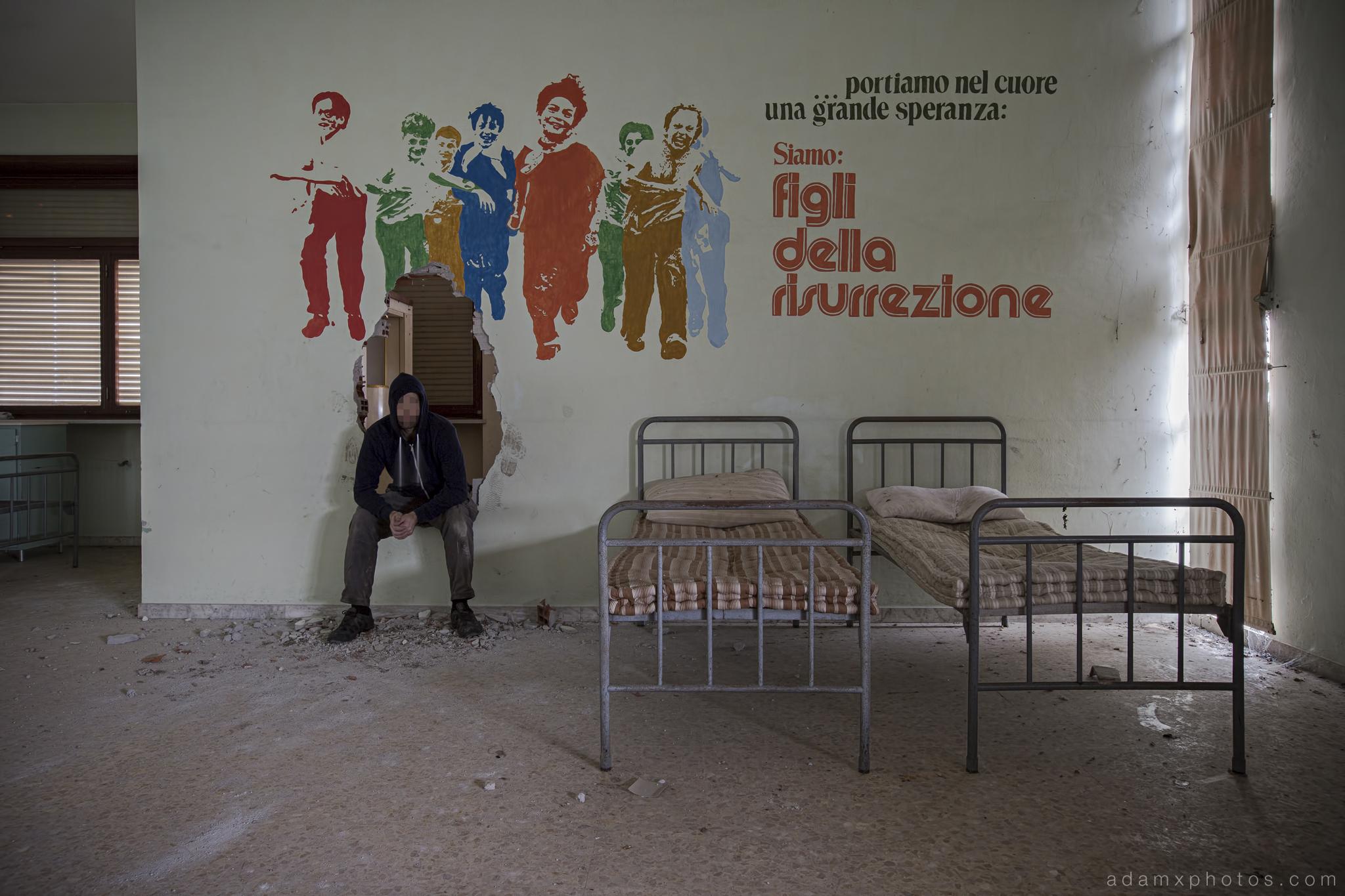 College Eglise Collegio di Musica Saint Evelise School Italy Italia Urbex selfie mural Adam X Urban Exploration photo photos report decay detail UE abandoned derelict unused empty disused decay decayed decaying grimy grime