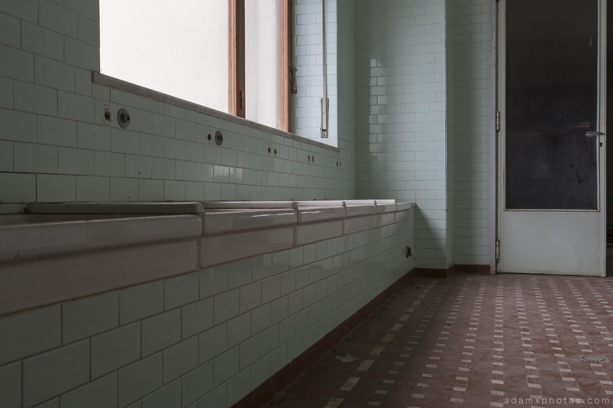 College Eglise Collegio di Musica Saint Evelise School Italy Italia bathroom tiles Urbex Adam X Urban Exploration photo photos report decay detail UE abandoned derelict unused empty disused decay decayed decaying grimy grime