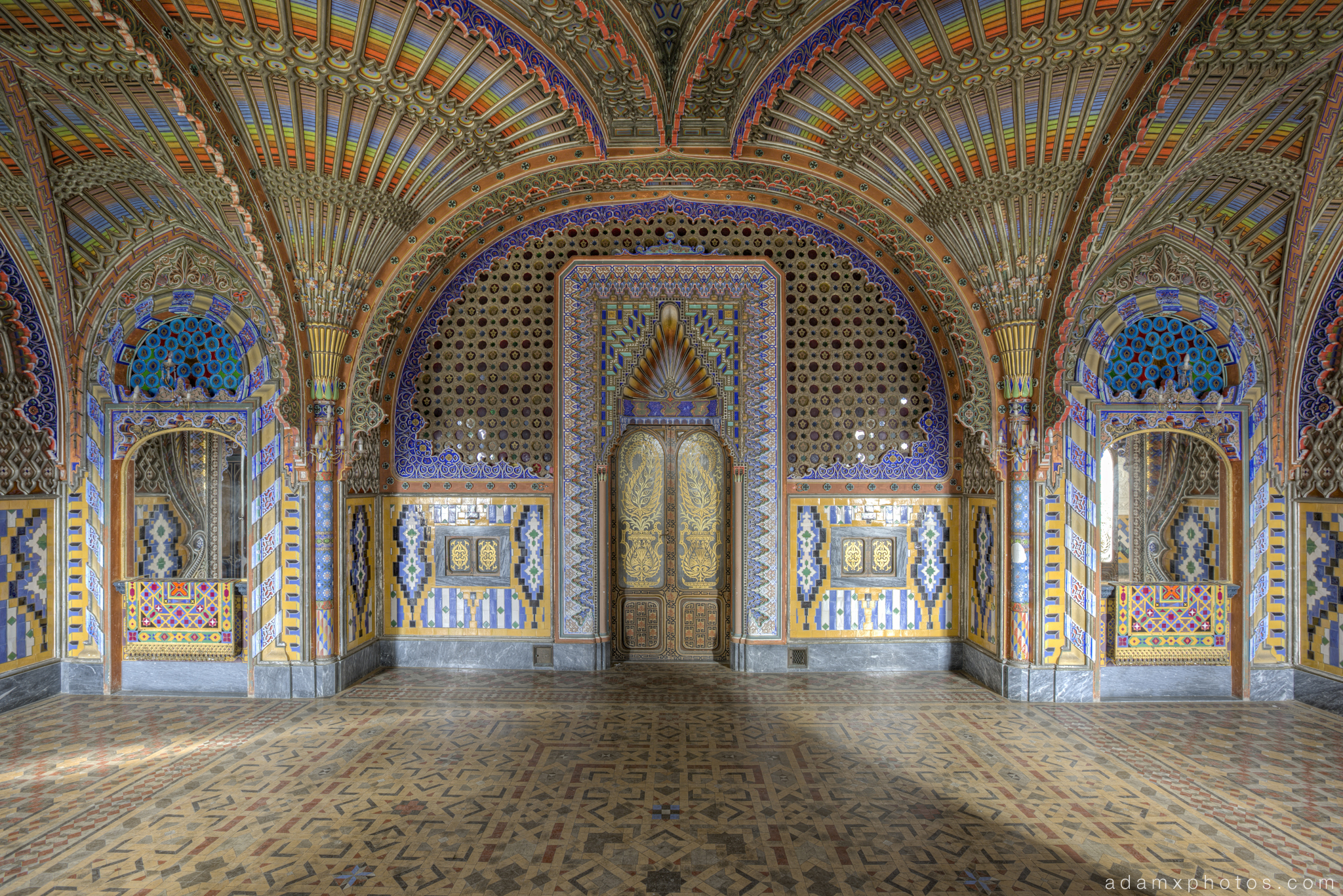 The Peacock Room fans ceiling sala dei Pavoni Non Plus Ultra Fairytale Castle of Sammezzano Castello di Sammezzano Urbex Adam X Urban Exploration photo photos report decay detail UE abandoned Ornate Moorish tiling tiled derelict unused empty disused decay decayed decaying grimy grime