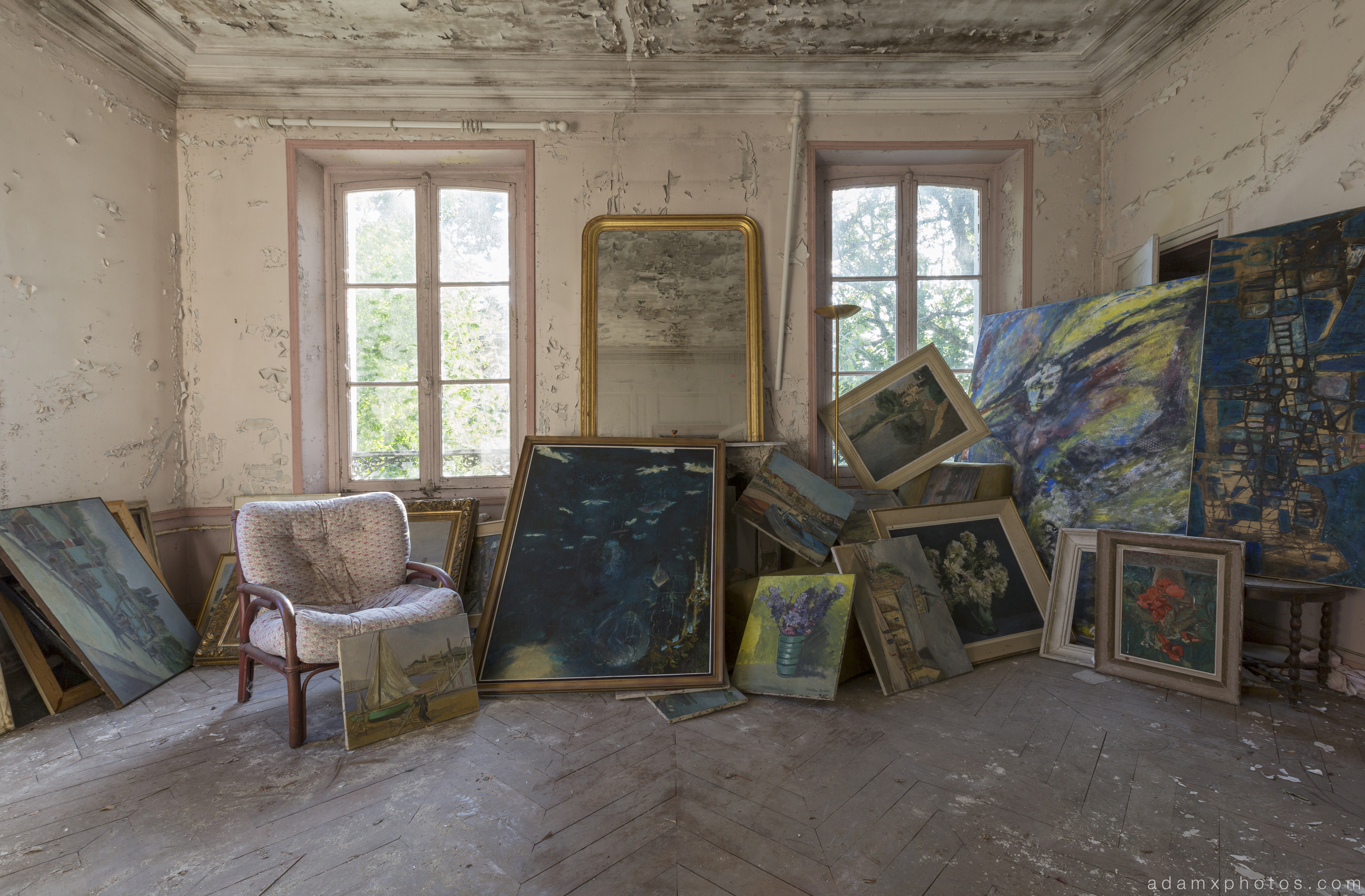 Art room Paintings Chateau Cacophonie Manoir Musique Music was my first love France Urbex Adam X Urban Exploration 2015 Abandoned decay lost forgotten derelict