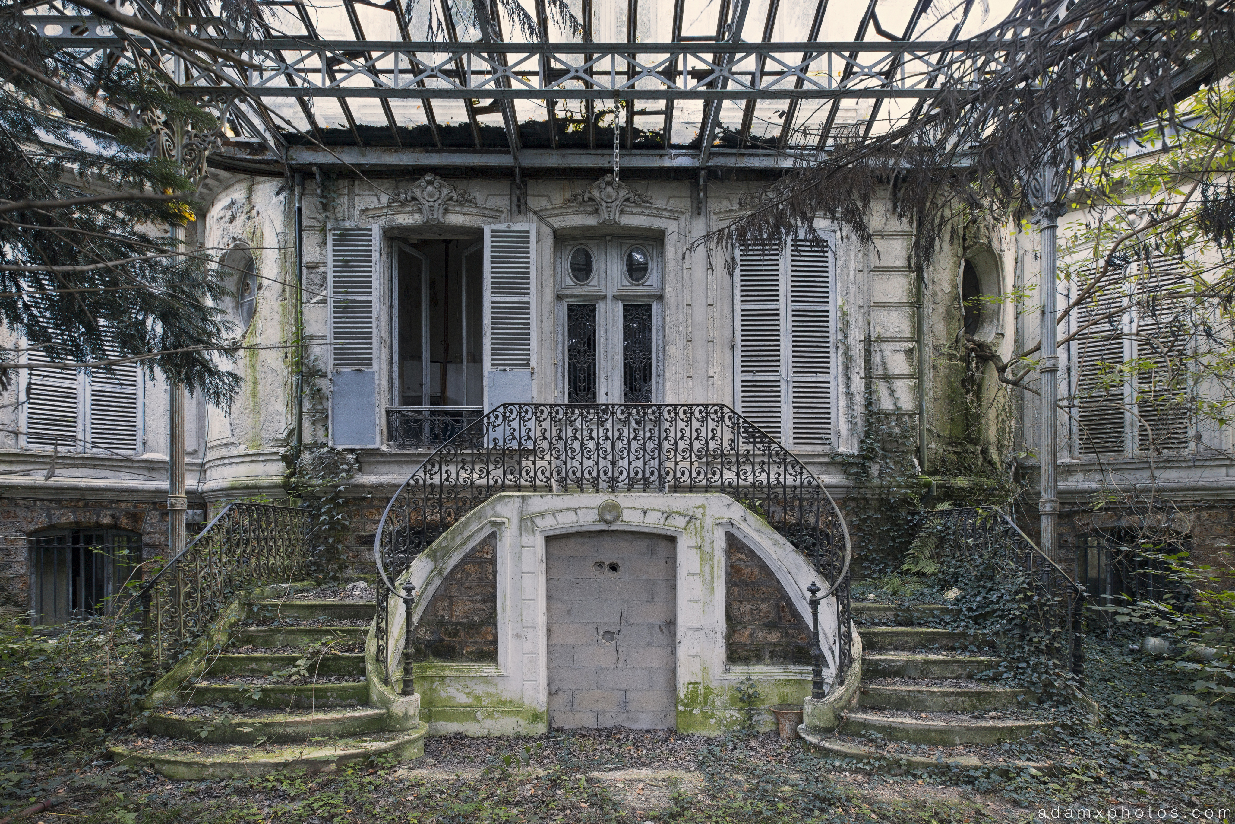 twin stairs canopy veranda outside exterior Chateau Verdure France Urbex Adam X Urban Exploration 2015 Abandoned decay lost forgotten derelict